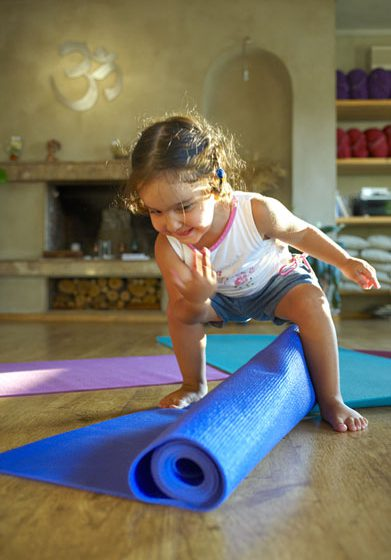 Yoga for kids (1-4 years old) with their parents